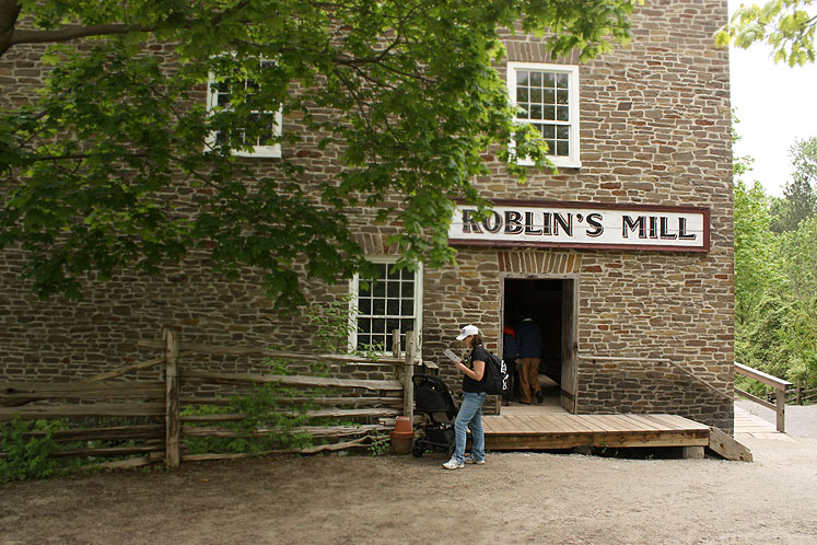Toronto Photos :: Black Creek Pioneer Village :: Black Creek Pioneer Village. Roblin´s Mill