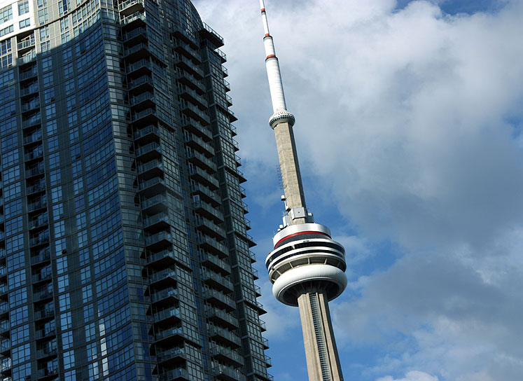 World Travel Photos :: Interesting perspectives :: Toronto. CN Tower and a condominium building