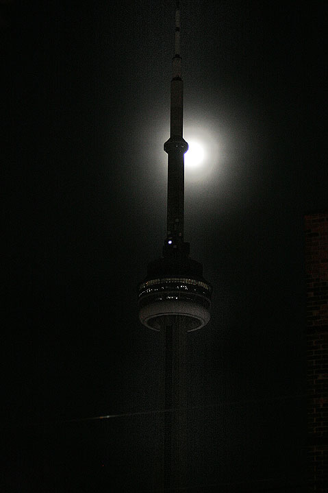 World Travel Photos :: Night views :: Toronto. CN Tower in the Moon light