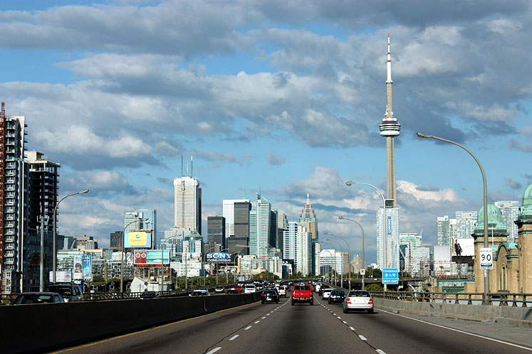 Toronto Photos :: CN Tower :: A view on downtown and CN Tower from the Gardiner Expressway