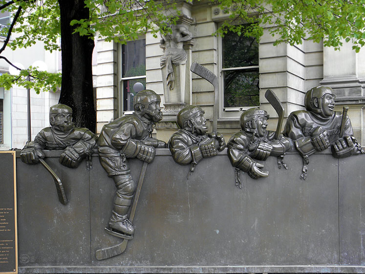 Toronto Photos :: Sculptures in the city :: Toronto. Hockey Hall of Fame