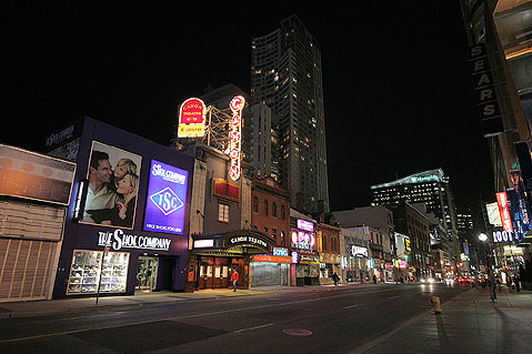 Toronto Photos :: Yonge Street :: Toronto. Night on Yonge Street