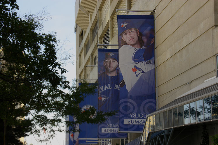 Toronto Photos :: Downtown :: Rogers Centre. Blue Jays players