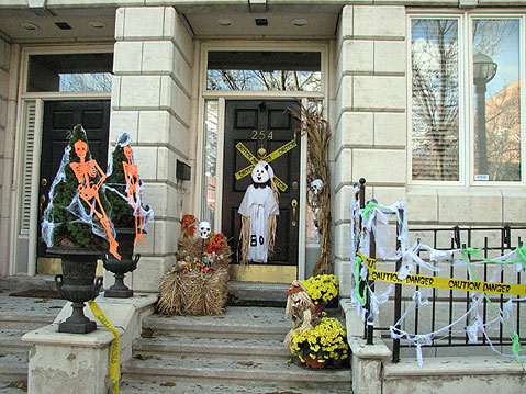 Halloween toronto decorations toronto photos canada n1525 - Halloween decorations toronto ...