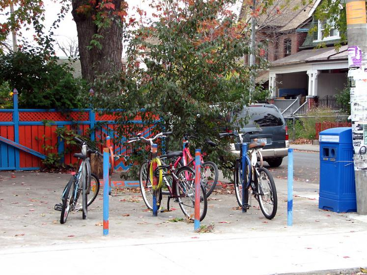 Toronto Photos :: Kensington market :: Kensington Market. Bicycles