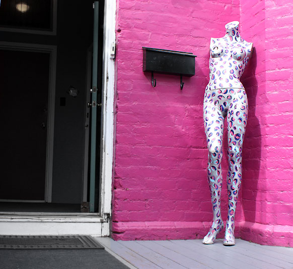 World Travel Photos :: Colors - Violet :: Toronto. Kensington Market - a pink corner