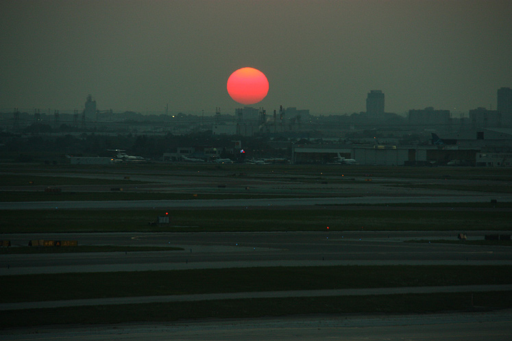 Toronto Photos :: Toronto  Misc :: A sunset at Toronto Pearson Airport