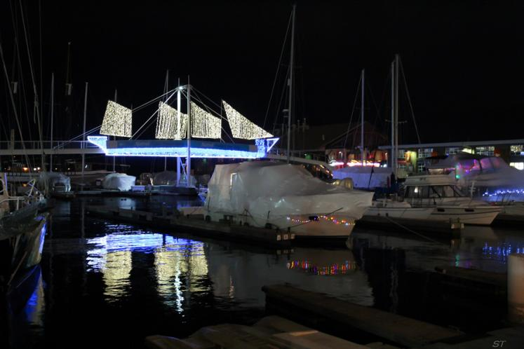 Toronto Photos :: Sergey-Tishin :: A lakefront marina at night