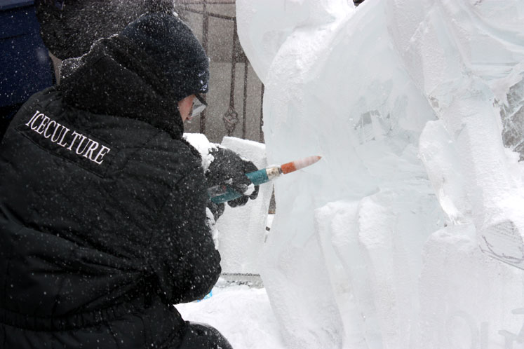Toronto Photos :: Toronto Ice Fest 2012 :: Yorkville Ice Festival. An artist carving a sculpture