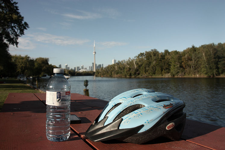 Toronto Photos :: Toronto Island Park :: Central Island - a nice early autumn day