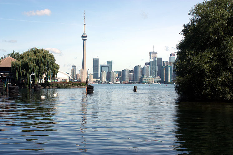 Toronto Photos :: CN Tower :: Toronto. Centre Island - a view on downtown