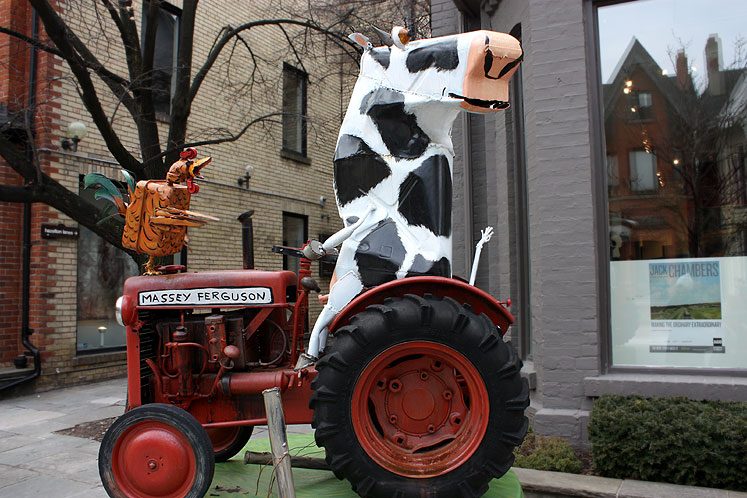 Toronto Photos :: Yorkville :: Yorkville - a cow and a rooster
